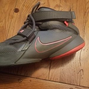 Nike Shoes - Lebron 12 grey and pink, size 6